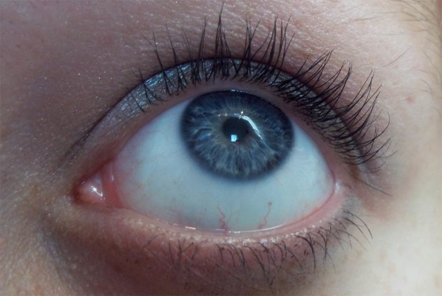 eye-with-mascara